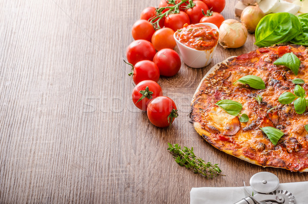 Queso pizza chile albahaca frescos tomate Foto stock © Peteer
