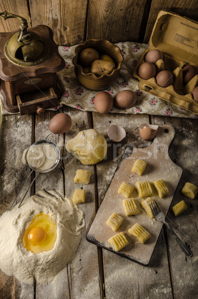 Stok fotoğraf: Ev · yapımı · patates · üretim · gıda · ahşap · makarna
