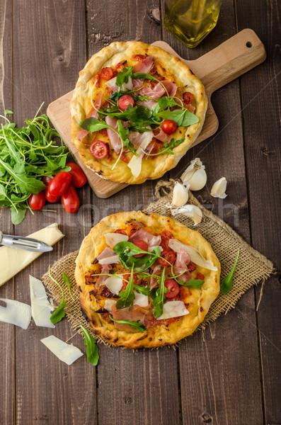 Italiano pizza queso parmesano prosciutto pequeño Foto stock © Peteer