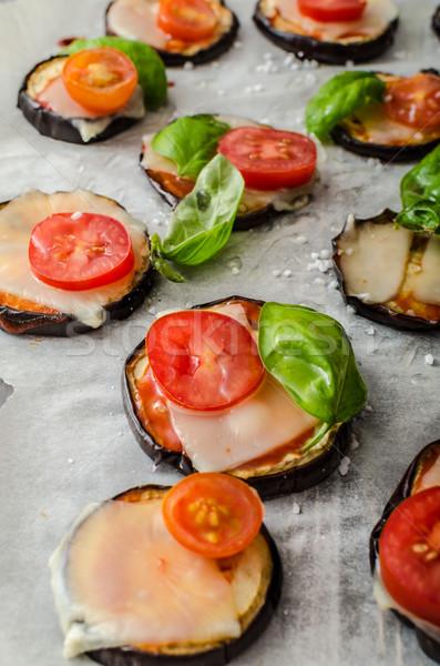 Foto stock: Vegetal · mini · pizza · berinjela · queijo · manjericão
