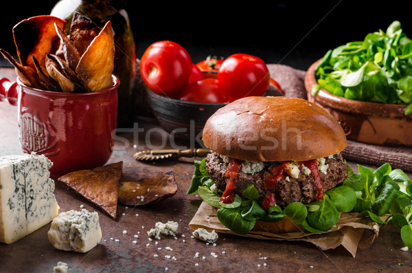 Boeuf Burger fromage bleu maison nachos puces Photo stock © Peteer