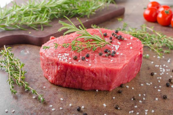 Marhahús hús nyers gyógynövények fűszeres étel Stock fotó © Peteer