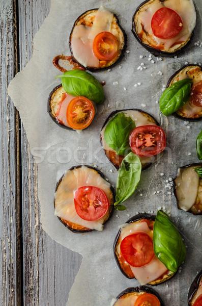 Vegetales mini pizza berenjena queso albahaca Foto stock © Peteer