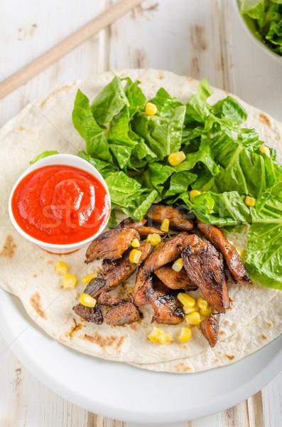 Tyúk teriyaki saláta tortilla csípős szósz házi készítésű Stock fotó © Peteer