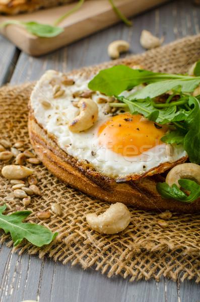 Pueblo pan frito huevos nueces Foto stock © Peteer