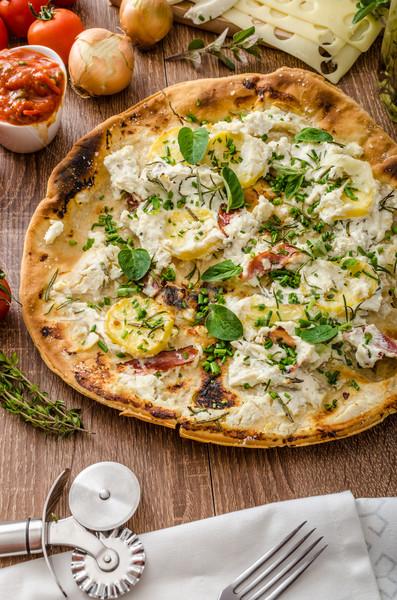 Pizza rosmarino patate formaggio aglio erbe Foto d'archivio © Peteer