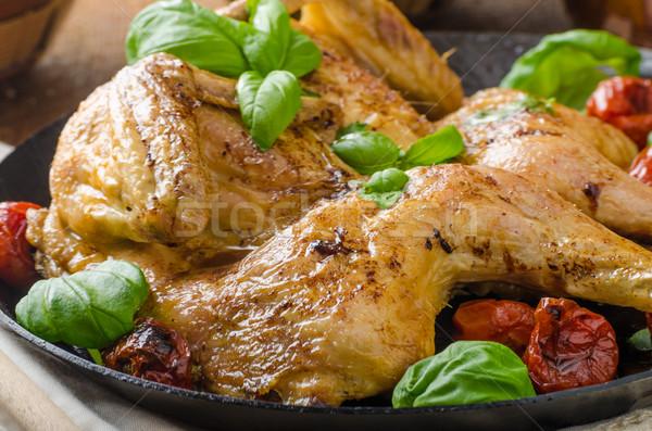 Kip gebakken tomaten basilicum ijzer schaal Stockfoto © Peteer