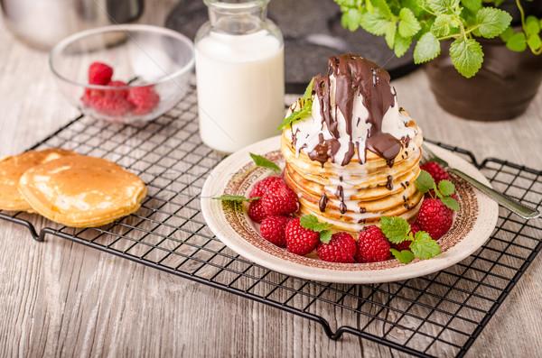 Amerikai palacsinták fagylalt csokoládé gyógynövények bogyók Stock fotó © Peteer