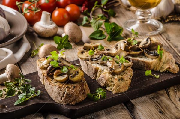 Rusztikus pirítós kenyér fokhagyma gombák gyógynövények Stock fotó © Peteer