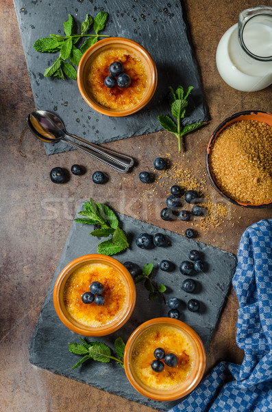 Creme brulee with berries Foto stock © Peteer