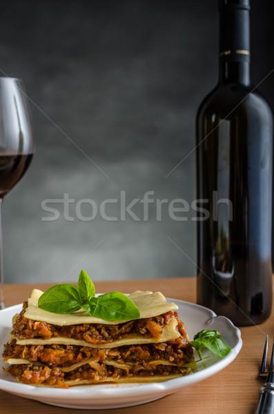 Lasaña original carne de vacuno raíz hortalizas vino tinto Foto stock © Peteer