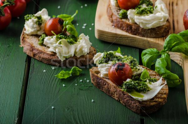 A la parrilla pesto mozzarella tomates casero vegetales Foto stock © Peteer