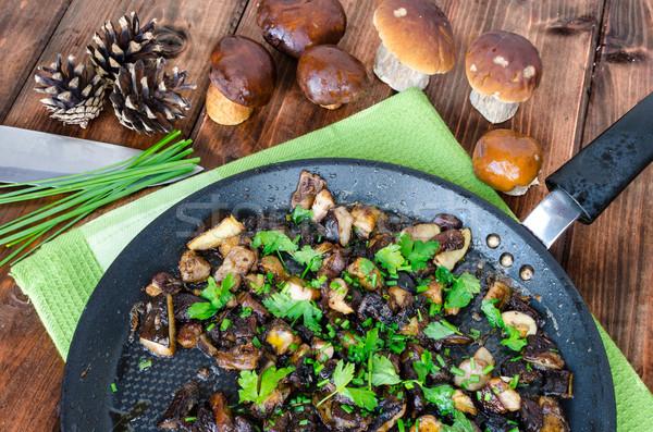 Pörkölt gombák kömény friss gyógynövények petrezselyem Stock fotó © Peteer