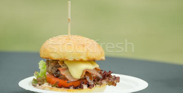 Sığır eti Burger ot tereyağı soğan domuz pastırması Stok fotoğraf © Peteer