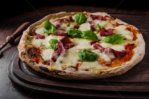 Pizza original delicioso italiano oscuro Foto Foto stock © Peteer