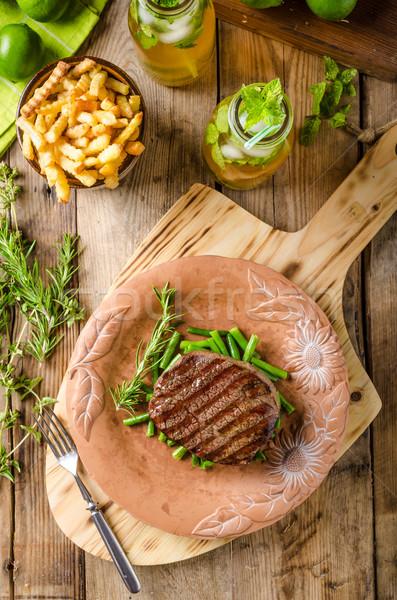 Marhahús vesepecsenye steak házi készítésű limonádé piros Stock fotó © Peteer