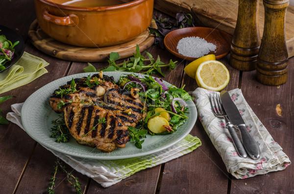 Stockfoto: Gegrild · varkensvlees · sla · salade · maaltijd · achtergrond