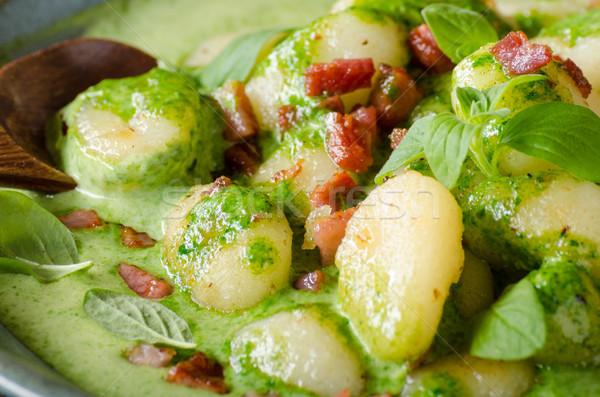 Speck Basilikum Spinat Sauce Essen Fotografie Stock foto © Peteer