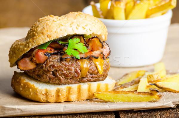 говядины Burger бекон чеддер домашний фри Сток-фото © Peteer