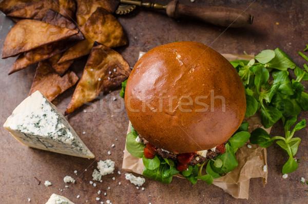 Sığır eti Burger rokfor ev yapımı nachos cips Stok fotoğraf © Peteer