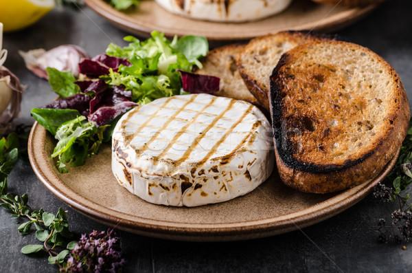 Grelhado queijo camembert queijo mini salada Foto stock © Peteer