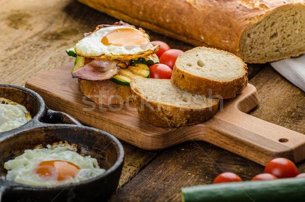Rústico café da manhã fresco ovos bacon Foto stock © Peteer