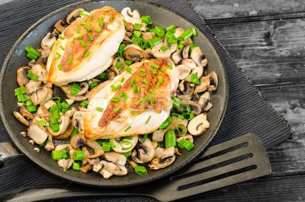Kipfilet champignons schaal voedsel blad Stockfoto © Peteer