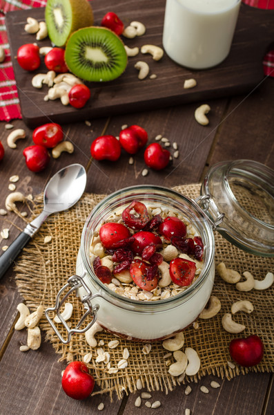 Krajowy wiśniowe jogurt zastanawiać się nasion owoców Zdjęcia stock © Peteer