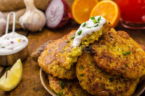 Bloemkool kerrie pannenkoeken gekruid Grieks Stockfoto © Peteer