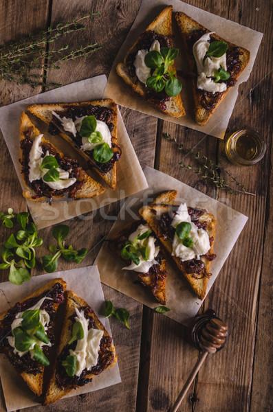 Rústico brindis cebolla queso de cabra ajo hierbas Foto stock © Peteer