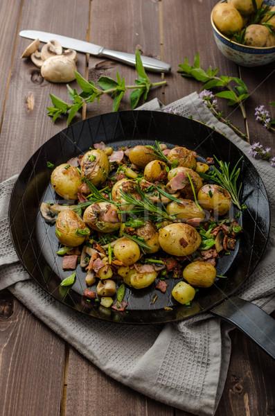 Cowboy ziemniaki boczek zioła nowego żywności Zdjęcia stock © Peteer