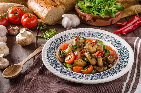 Chaud champignons salade piment tomates alimentaire Photo stock © Peteer