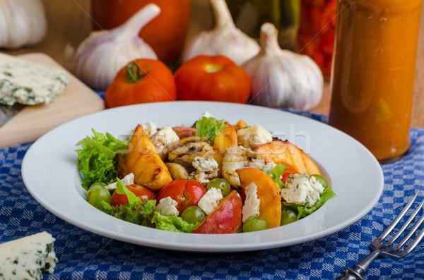 Gegrild vruchten schimmelkaas salade eigengemaakt ketchup Stockfoto © Peteer