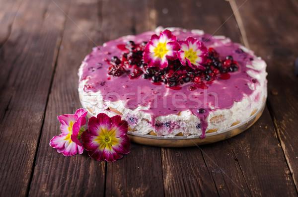 Tarta de queso blanco chocolate bayas salsa superior Foto stock © Peteer