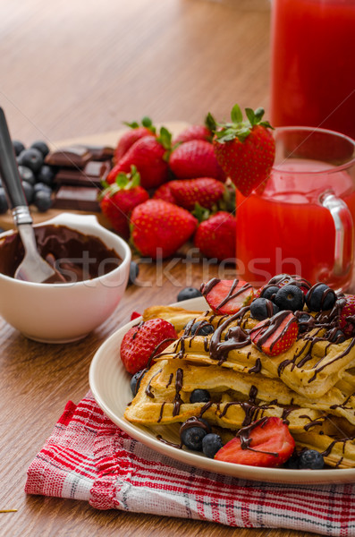 Stock fotó: áfonya · eprek · fedett · csokoládé · gyümölcs · háttér
