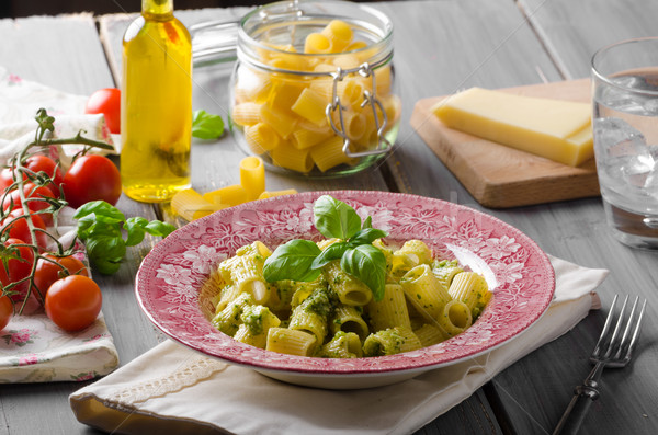 Foto stock: Pesto · delicioso · manjericão · azeite · nozes · parmesão