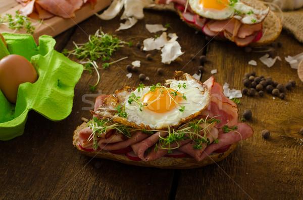 Füstölt sonka szendvics rusztikus kenyér telitalálat Stock fotó © Peteer