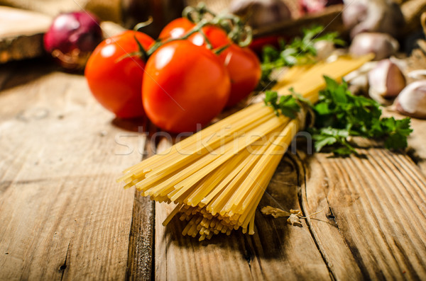 Espaguetis producto foto mesa de madera tomates hierbas Foto stock © Peteer