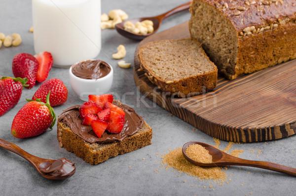 Brood vers aardbeien chocolade achtergrond Stockfoto © Peteer
