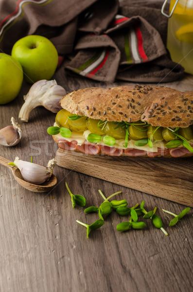 Baguette Prague jambon pickles saine herbes Photo stock © Peteer