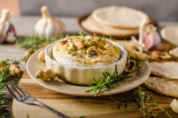 Queijo camembert nozes ervas simples delicioso Foto stock © Peteer