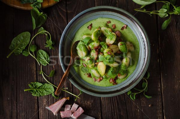 Boczek bazylia szpinak sos żywności fotografii Zdjęcia stock © Peteer