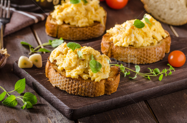 Roereieren kruiden knoflook geroosterd brood heerlijk Stockfoto © Peteer