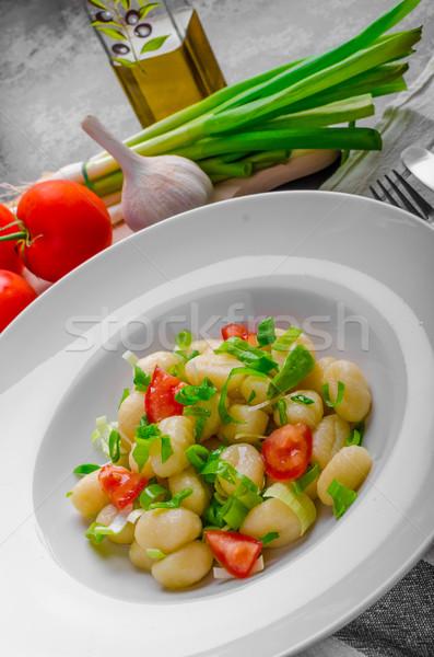 Vegetáriánus újhagyma paradicsomok gyógynövények olívaolaj fokhagyma Stock fotó © Peteer