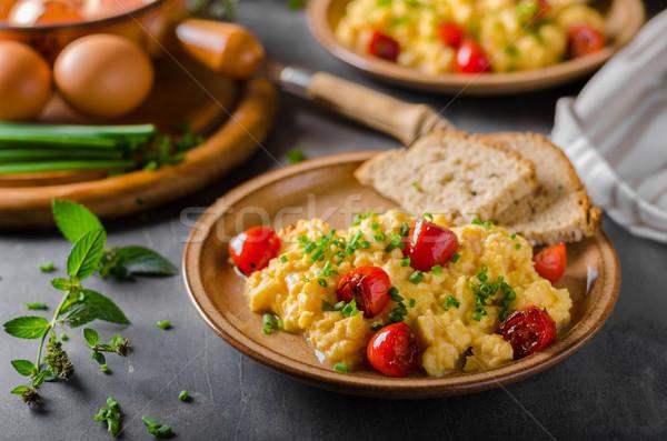 Ovos mexidos ervas tomates tabela pão Foto stock © Peteer