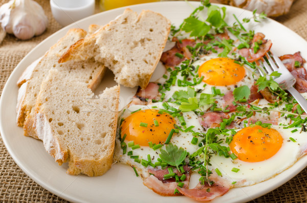 Bahar domuz pastırması yumurta otlar ev yapımı gıda Stok fotoğraf © Peteer