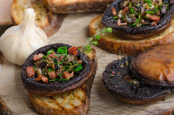 Doldurulmuş otlar domuz pastırması sarımsak tost sarımsaklı ekmek Stok fotoğraf © Peteer