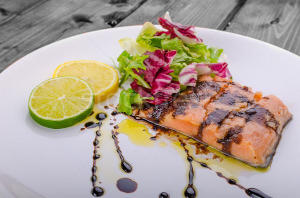 łososia redukcja ocet balsamiczny cukru świeże Sałatka Zdjęcia stock © Peteer