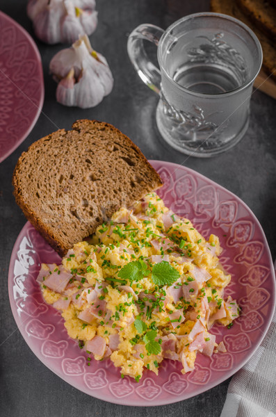 Rántotta teljes kiőrlésű kenyér friss tojások tányér Stock fotó © Peteer