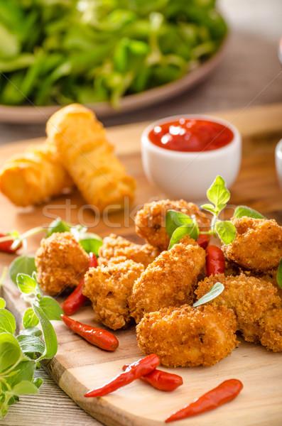 Tavuk patlamış mısır ev yapımı patates sıcak sos Stok fotoğraf © Peteer